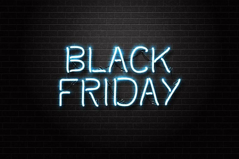 Vector realista sinal de néon isolado de Black Friday lettering para decoração e cobertura sobre o fundo transparente.